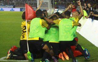 Lágrimas y sonrisas afloraron en la emotiva celebración del CAI, tras ganar el trofeo del Torneo Clausura de la Liga Panameña de Fútbol. Anayansi Gamez