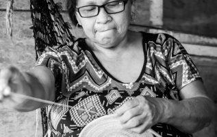Gloria Samana, artesana emberá de 69 años de edad. Héctor Saavedra