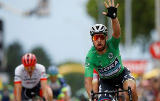 Peter Sagan festeja ganar la etapa. Foto:EFE