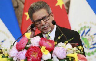 El Canciller de El Salvador Carlos Castañeda en la ceremonia para establecer relaciones diplomáticas con China. FOTO/EFE
