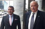 Los abogados Sidney Sittón y Miguel Antonio Bernal interpusieron la denuncia contra Juan Carlos Varela el pasado miércoles.