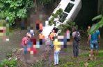 Un bus que prestaba el servicio de transporte público cayó al río en el sector de Las Lajas. Foto @TraficoCPanama
