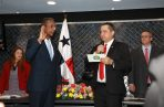 El diputado Leandro Ávila (Izq) fue juramentado como el presidente de la Comisión de Gobierno.