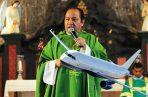 El padre David Cosca se fue de viaje a Ciudad de México; llevaba seis maletas. Foto: Panamá América.