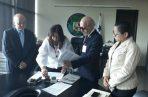 Miembros de Fedap presenta la denuncia la Secretaría General de la Asamblea Nacional. Foto: Víctor Arosemena