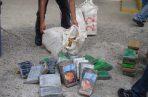 Los 43 paquetes de droga, estaban ocultos en dos tanques de color azul.