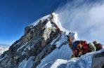En 2012, se produjo una situación similar cuando 260 montañeros trataron de hacer cumbre en un mismo día aprovechando el buen tiempo.