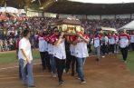 Miles de fanáticos acudieron al sepelio.