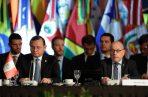 El canciller peruano, Nestor Popolizio (i), junto a su par de Argentina, Jorge Faurie (d), participan en una reunión de ministros de Relaciones Exteriores de los países que integran el Grupo de Lima este martes, en Buenos Aires (Argentina). La reunión del grupo busca intensificar la presión internacional sobre el régimen de Nicolás Maduro. FOTO/EFE