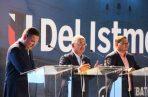 El candidato presidencial José Blandón (centro) participa en el debate realizado por la Universidad del Istmo.