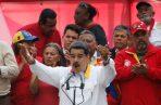 Nicolás Maduro celebra el aniversario de su disputada reelección en medio de una creciente crisis humanitaria y agitación política. FOTO/AP