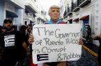Un hombre disfrazado del presidente Trump protesta en San Juan, Foto: EFE.