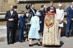 Al coincidir el cumpleaños de la monarca con el Domingo de Resurrección, Isabel II asistió hoy a un servicio religioso que duró una hora en la capilla gótica de San Jorge, dentro del Castillo de Windsor.