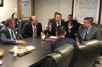 Reunión en Maryland, en una empresa que equipará aeronave para combate al narcotráfico. Foto de cortesía