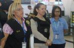 La mexicana Wendy Larrañaga (centro) fue custodiada en la terminal aérea por unidades de Interpol y el Bloque de Búsqueda de la Policía Nacional. Foto @ProtegeryServir