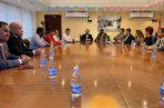 Reunión entre diputados y universitarios.