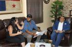 El alcalde Lee (der.) con productores de cine de Hollywood. Foto: Diómedes Sánchez S.