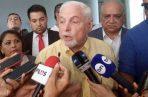 Ricardo Martinelli acudió con su abogado, Luis Eduardo Camacho G., a interponer la querella penal a la Secretaría General de la Asamblea.