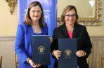 Rosario Turner, ministra de Salud y Diana Carraza directora del Cuerpo de Paz en Panamá. Archivo.