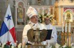 El arzobispo  de Panamá José Domingo Ulloa.
