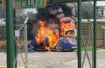 El conductor salió apresuradamente del vehículo,  logrando salvar su vida. Foto: Mayra Madrid.