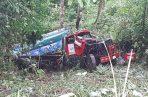 El carro cisterna cayó a varios metros en un barranco. Foto: Diómedes Sánchez.