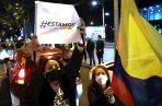 La Corte Suprema de Justicia de Colombia ordenó este martes la detención domiciliaria del expresidente al considerar que hay riesgos de que el senador obstruya la justicia en el caso que se le sigue por presunto fraude procesal y soborno de testigos.