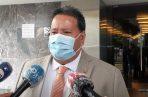 Ricardo Torres ofrece declaraciones a los medios de comunicación. Foto/Víctor Arosemena