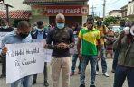 Con pancartas, los manifestantes exigieron un hotel hospital para Colón. Fotos: Diómedes Sánchez S.