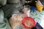 La Policía investiga las posibles ramificaciones de este caso, que expone la inseguridad de los condones vendidos en Vietnam, donde es frecuente la comercialización de preservativos de baja calidad camuflados en paquetes falsos de algunas marcas señeras. FOTO/EFE