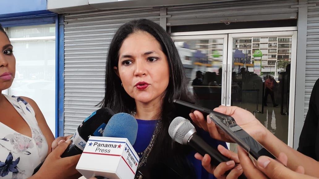 Tayra Barsallo, directora de aduanas, denuncia red criminal dentro de esa institución