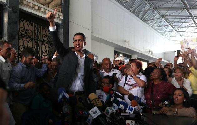 Maduro le responde a Guaidó convocando marcha